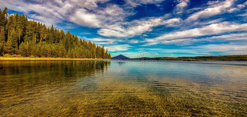 Lago Tranquil Cove Crescent foto de stock