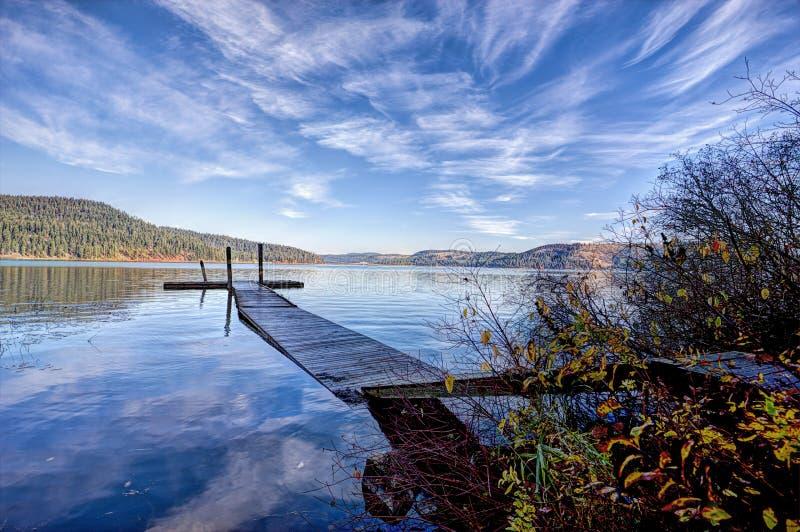 Lago tranquilo Chatcolet en Idaho foto de archivo