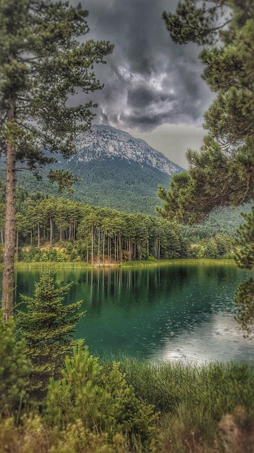 Lago tranquilo Doxa en Korinthia, Grecia fotografía de archivo libre de regalías