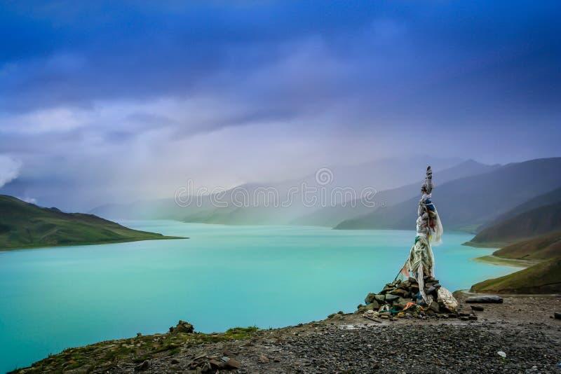 Lago Tso de Yamdrok imagem de stock