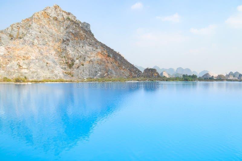 Lago tuyet Tinh Coc, lago azul del color natural en la montaña del hijo de Trai, phong de Hai, Vietnam imagen de archivo libre de regalías