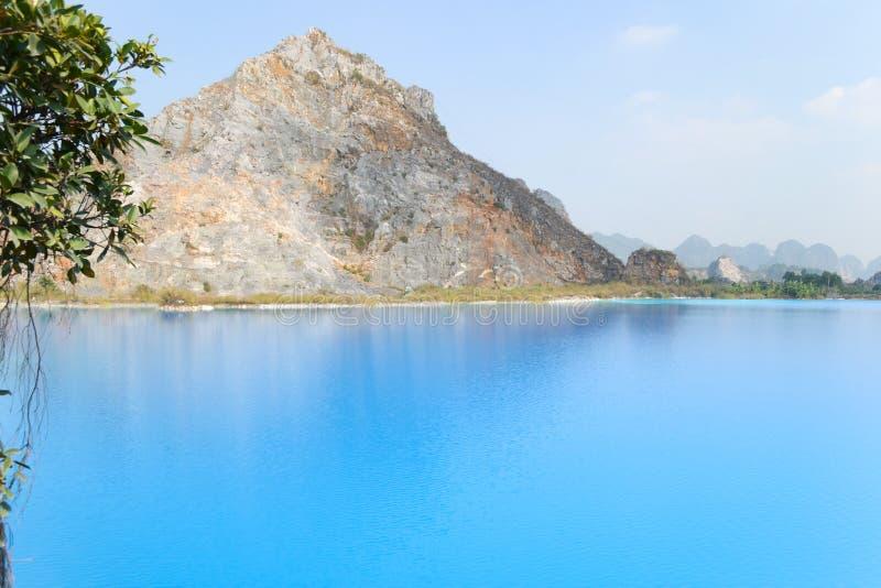 Lago tuyet Tinh Coc, lago azul del color natural en la montaña del hijo de Trai, phong de Hai, Vietnam imágenes de archivo libres de regalías