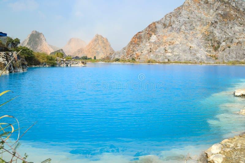 Lago tuyet Tinh Coc, lago azul del color natural en la montaña del hijo de Trai, phong de Hai, Vietnam fotos de archivo