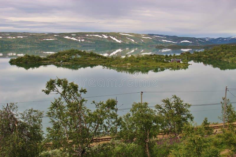 Lago Ustevatn em Noruega, Europa imagem de stock royalty free