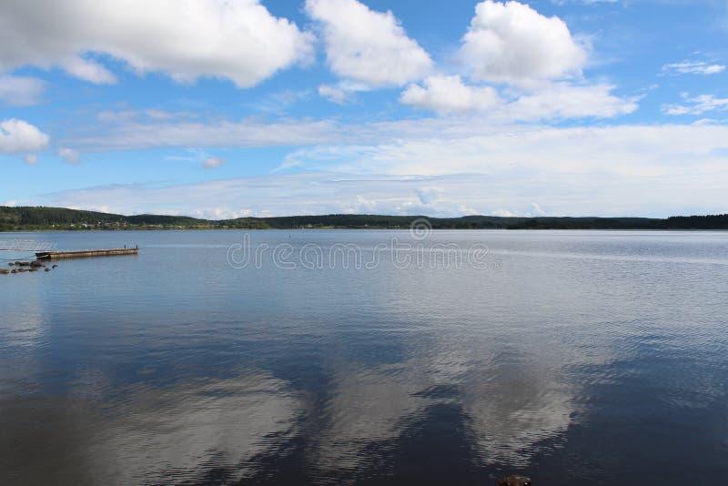 Lago vacío en la Rusia rural foto de archivo libre de regalías