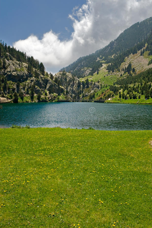 Lago Vall de Nuria, Pyrenees, España imagen de archivo
