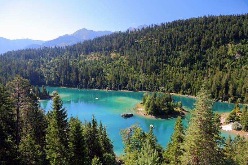 Lago verde da montanha imagens de stock royalty free