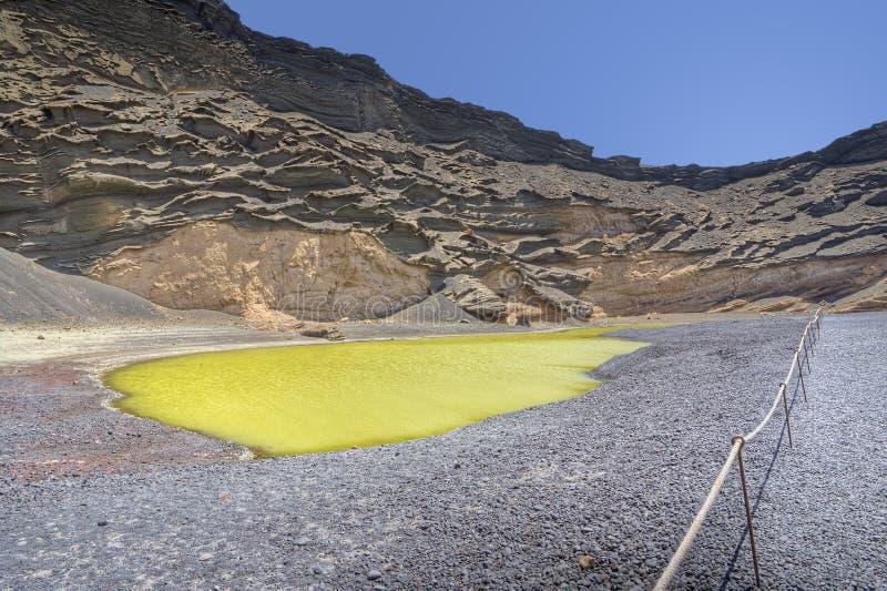Lago verde no EL Golfo, Lanzarote imagem de stock royalty free