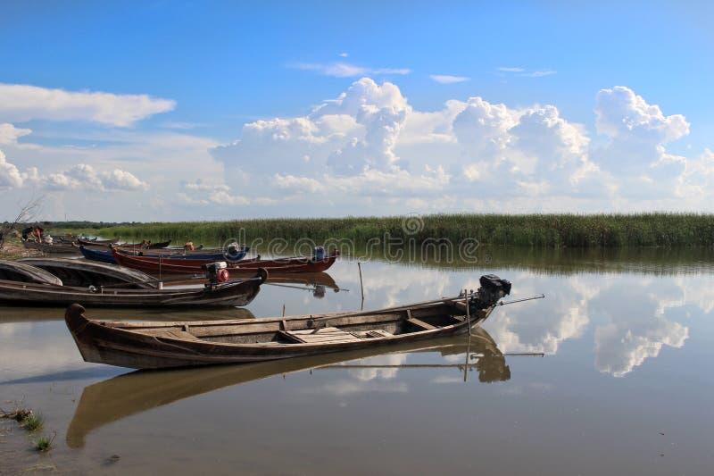 Lago viejo Yay Hkar Innn de los barcos en Myanmar fotos de archivo
