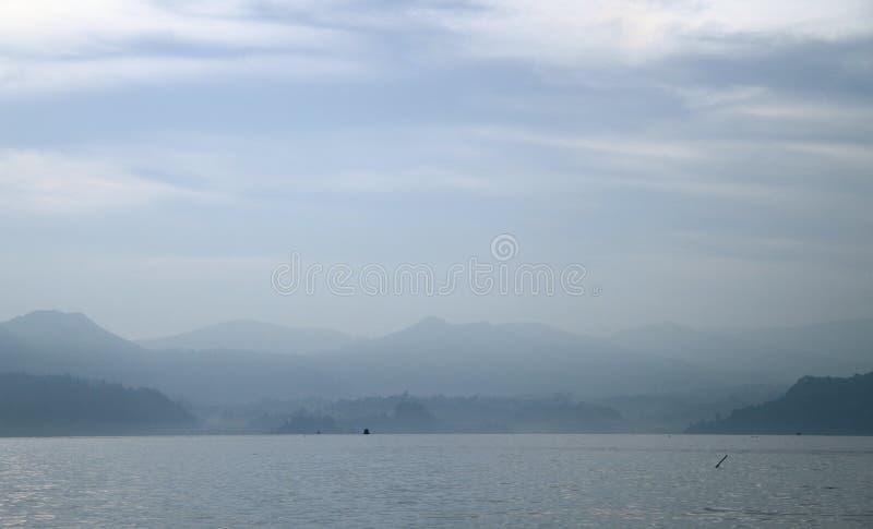 Lago vulcânico Toba, o Sumatra norte fotografia de stock royalty free
