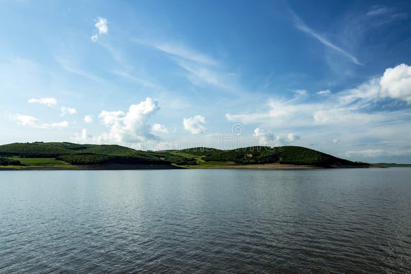 Lago vulcanico geologico Wudalianchi nel parco immagini stock