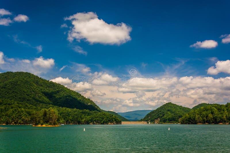 Lago Watauga, na floresta nacional Cherokee, Tennessee imagem de stock