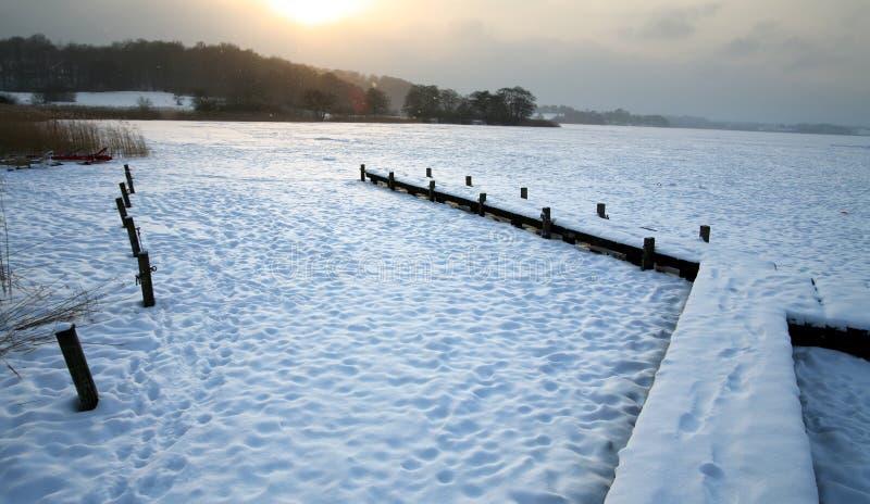 Download Lago winter foto de archivo. Imagen de calma, línea, caña - 1277572