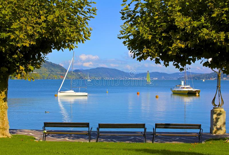 Lago Worthersee, Velden, Austria foto de archivo