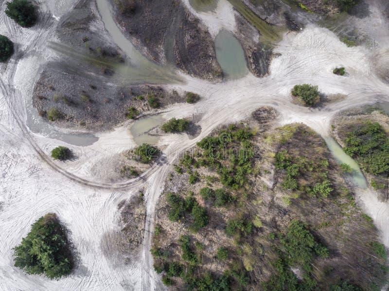 Lago y bosque durante tiempo de primavera Visión desde arriba Dabrowa Gorn imagenes de archivo