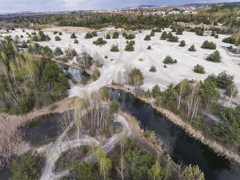 Lago y bosque durante tiempo de primavera Visión desde arriba Dabrowa Gorn foto de archivo libre de regalías