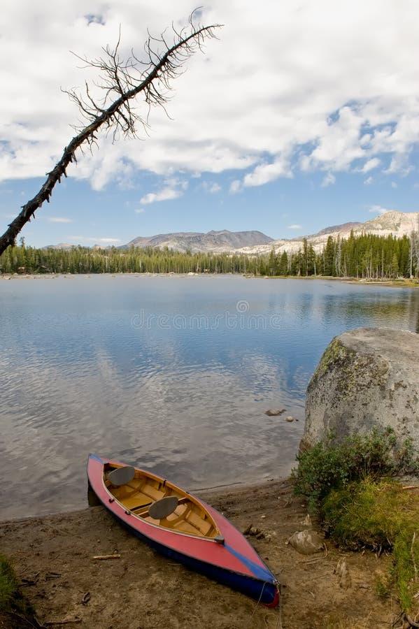 Download Lago Y Canoa Nevada Wrights Foto de archivo - Imagen de américa, nubes: 7285336
