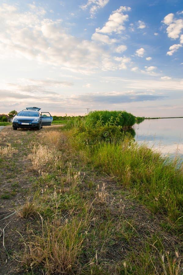 Download Lago y coche imagen de archivo. Imagen de paisaje, vacaciones - 41900137