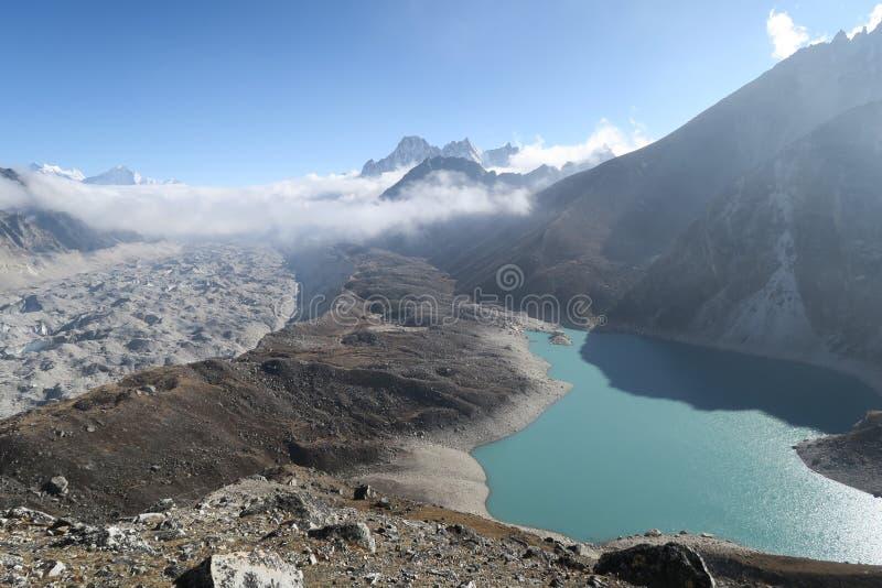 lago y glaciar del gokyo foto de archivo