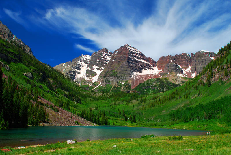 Lago y montañas foto de archivo