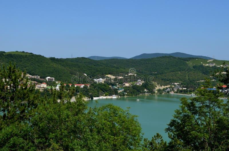 Lago y montañas imágenes de archivo libres de regalías
