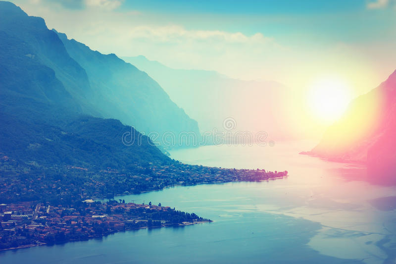 Lago y montañas, Italia Como imagen de archivo