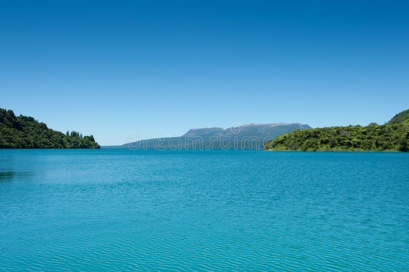 Lago y Montain - Tarawera imagenes de archivo