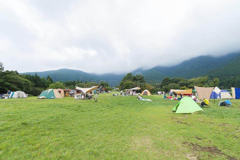 Lago y Mountain View, tiendas de campaña en la prefectura de Yamanashi, J fotos de archivo libres de regalías