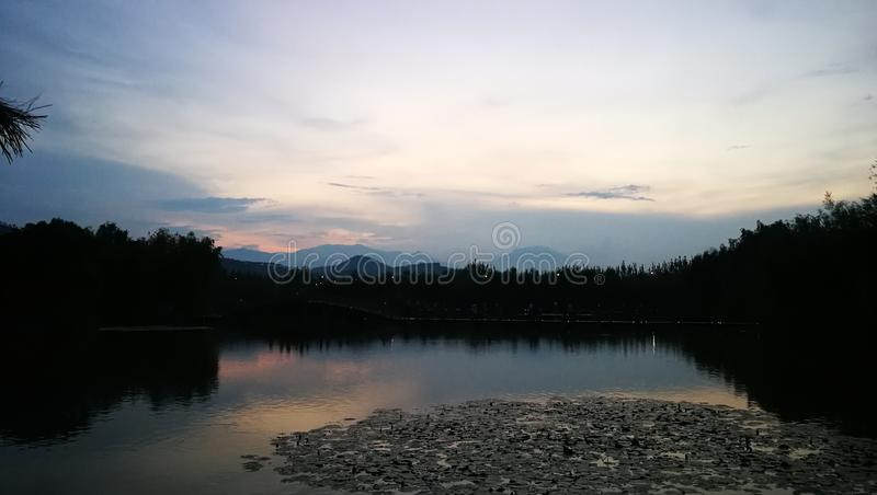 Lago y nube imagen de archivo libre de regalías