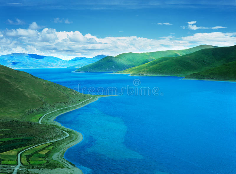 Lago Yamdrok nel Tibet fotografia stock libera da diritti