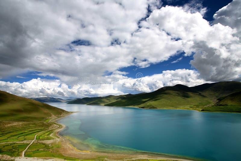 lago Yamdrok-TSO foto de archivo