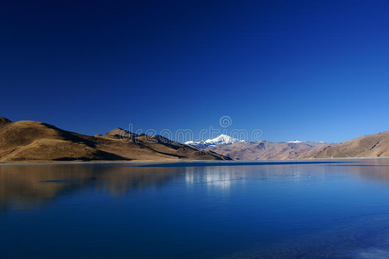 Lago Yamdrok Yumts fotografia de stock royalty free