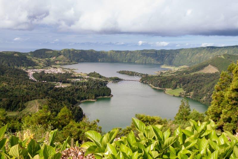 Lagoa Azul i Lagoa Verde z Imbirowym Lilys, Sao Miguel obraz royalty free