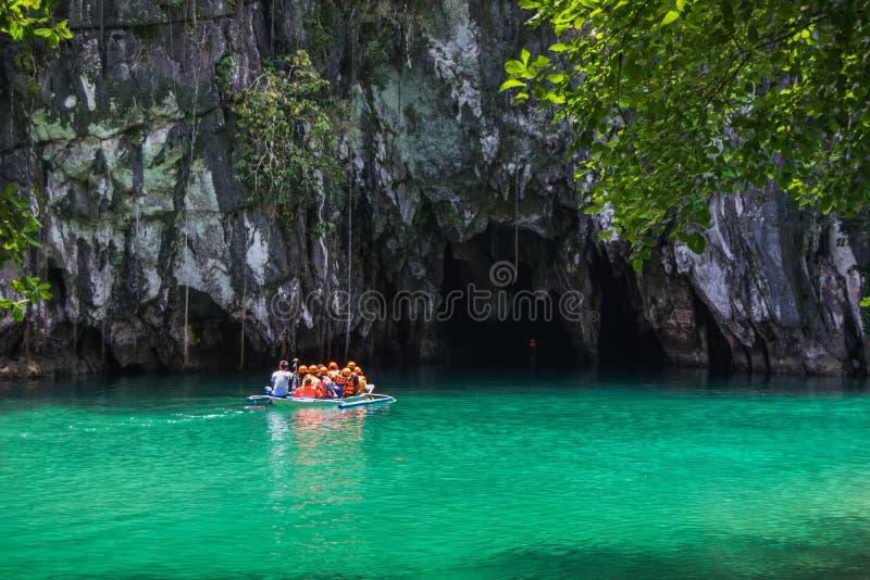 Lagoa bonita, o começo do ri subterrâneo navegável o mais longo imagens de stock royalty free