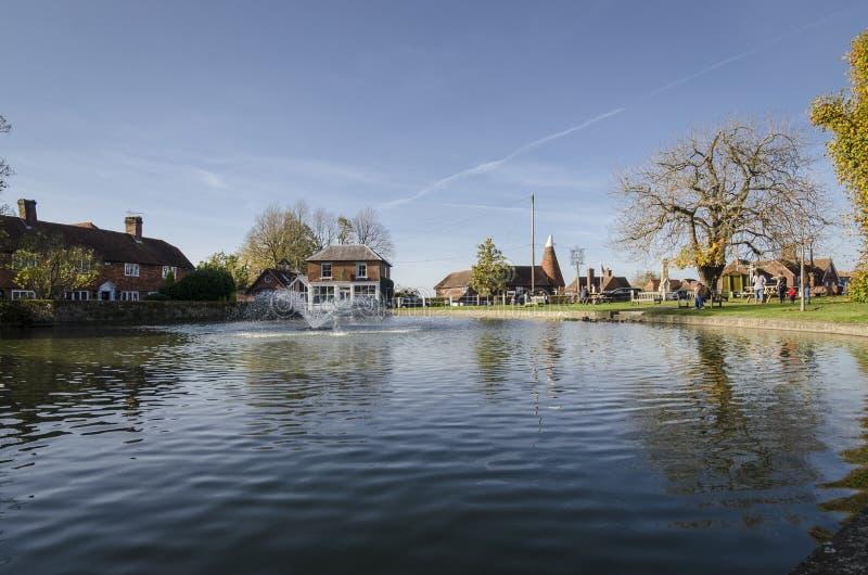 Lagoa da vila de Goudhurst foto de stock royalty free