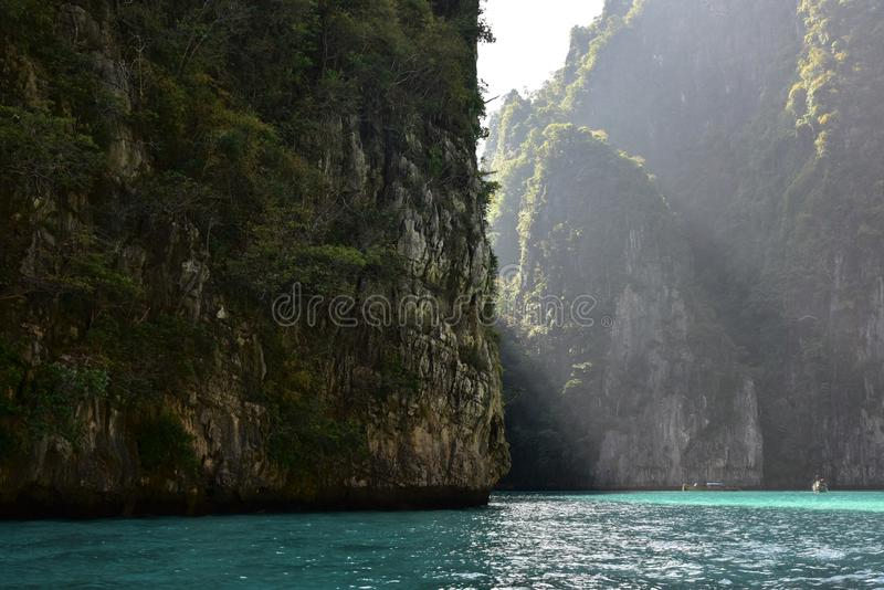 Lagoa de Pileh - lagoa bonita em Phi Phi Island em Tailândia - em janeiro de 2017 imagens de stock royalty free