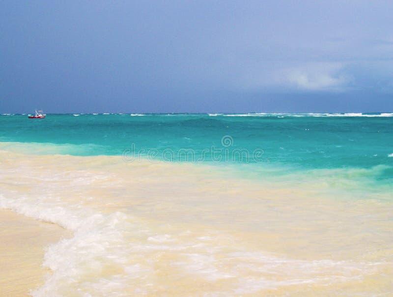 Lagoa de turquesa de turquesa de uma ilha tropical Lugar das caraíbas, bonito para a recuperação, abrandamento, esportes de água, foto de stock