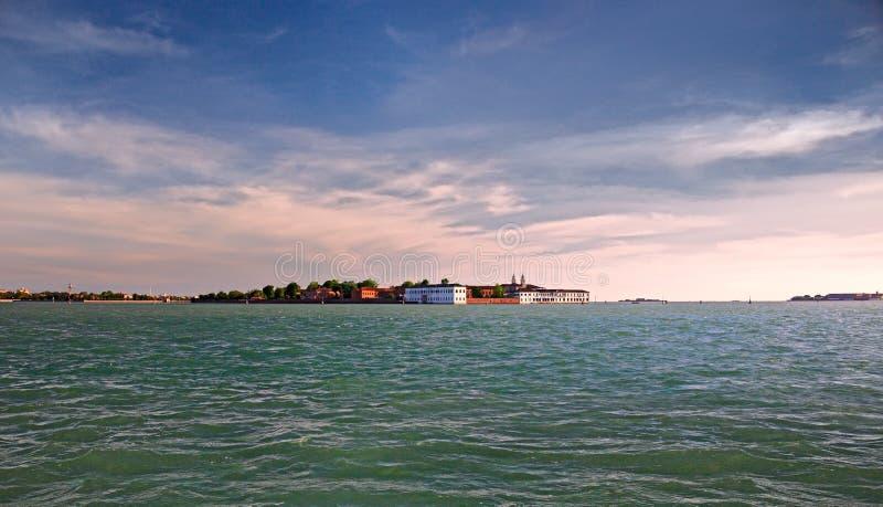 A lagoa de Veneza na luz do por do sol fotografia de stock