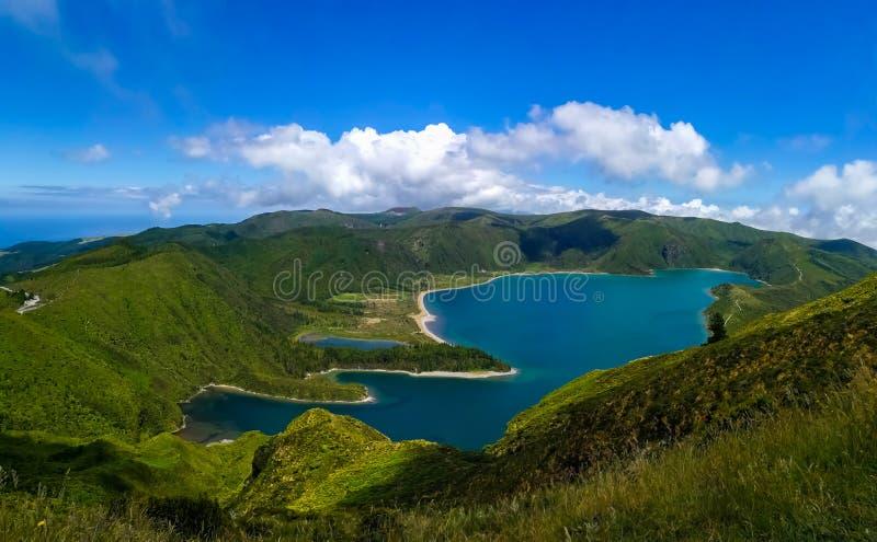 Lagoa do Fogo wordt gevestigd in Sao Miguel Island, de Azoren stock foto's