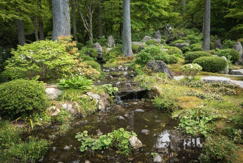 Lagoa do jardim no complexo do templo de Sanzen-em imagens de stock royalty free