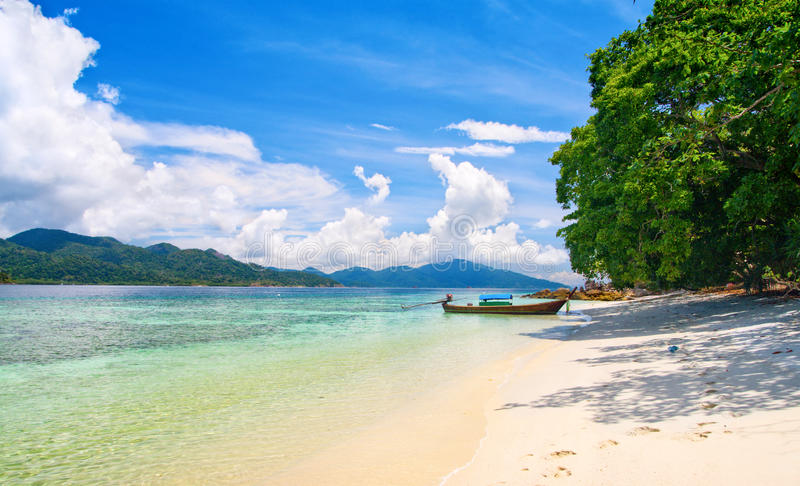 Lagoa e praia bonitas com areia branca foto de stock royalty free