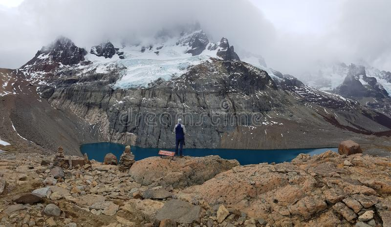 Lagoa e vale em Cerro Castillo no piment?o Austral da estrada - Patagonia fotografia de stock