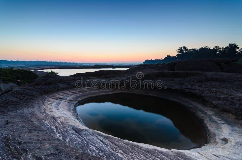 Lagoa em Sampanbok, no rio de Mekong imagem de stock