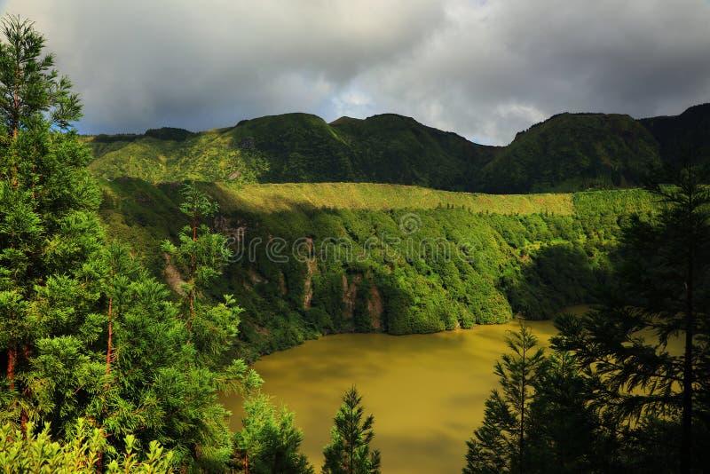 Lagoa Funda das Lajes på den Flores ön royaltyfri bild
