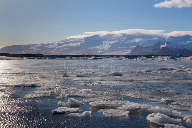 Lagoa natural bonita da estação do winer em Islândia imagens de stock royalty free