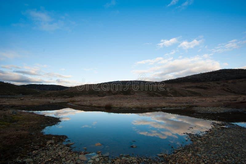 Lagoa reflexiva foto de stock