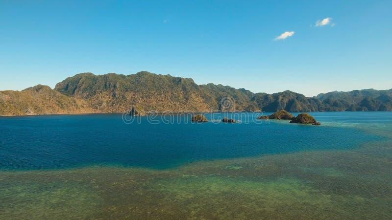 Lagoa tropical da vista aérea, mar, praia Console tropical Busuanga, Palawan, Filipinas imagem de stock