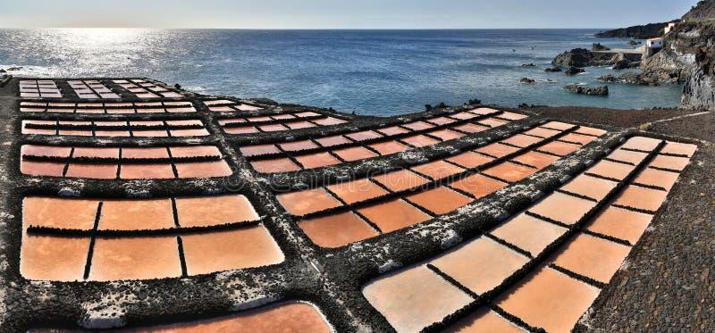 Lagoas da evaporação de sal perto de Fuencaliente (La Palma, Ilhas Canárias) foto de stock royalty free
