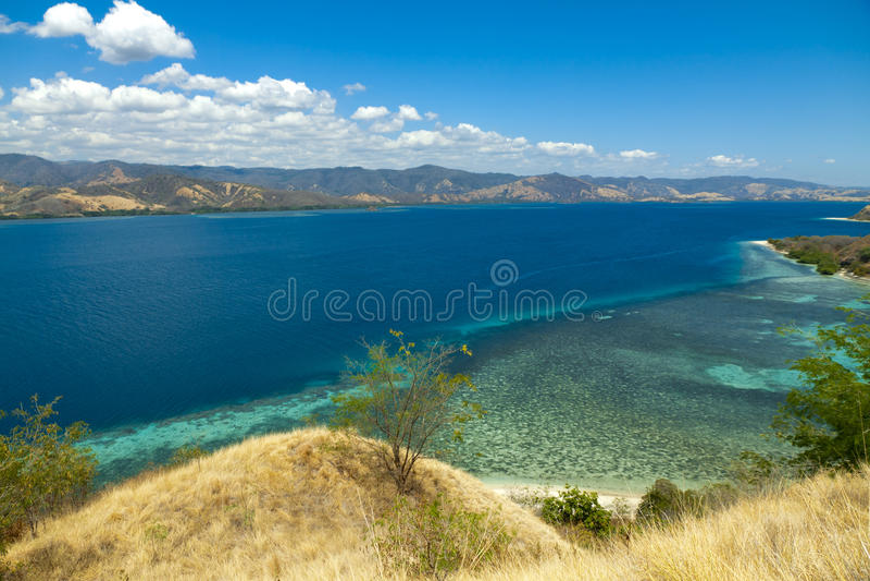 Lagoone 17 Eilanden Riung Flores Indonesië van het Cristal Duidelijke Water stock fotografie
