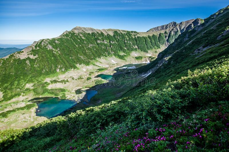 Lagos azuis, Kamchatka imagem de stock royalty free